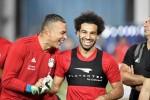 Trở lại tập luyện, Mohamed Salah được chào đón như người hùng dân tộc