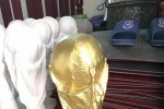 Việt Nam có bản quyền World Cup, làng Bát Tràng rộn rã sản xuất cúp vàng