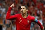 Ronaldo chỉ biết chờ đồng đội cung phụng