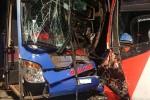 Hai xe khách giường nằm tông nhau ở Quảng Nam, 17 người thoát chết