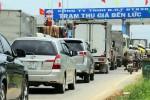 Trạm BOT Bến Lức ùn tắc vì người dân chặn không cho thu phí