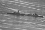 """Lộ ảnh tàu Trung Quốc """"đấu đầu"""" tàu Mỹ trên Biển Đông"""