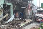 Xe container tông sập 6 căn nhà ven Sài Gòn