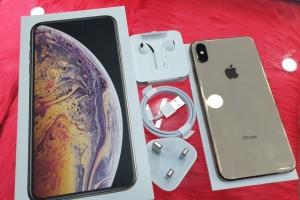 """iPhone XS Max chính hãng sắp """"lên kệ"""", iPhone xách tay tăng gần cả triệu đồng"""