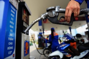 Xăng có thể giảm tới 1.500 đồng mỗi lít vào ngày mai