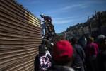 Biên giới Mỹ - Mexico tiếp tục nóng bỏng bởi dòng người di cư