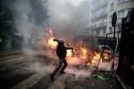 Sau bạo loạn ở Paris, chính phủ Pháp nhượng bộ bỏ tăng thuế nhiên liệu