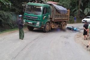 Va chạm với xe tải, 2 vợ chồng thương vong trên đường đi dự đám hiếu