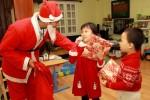 Ông già Noel kiếm 300.000 đồng cho 5 phút tặng quà đêm Giáng sinh