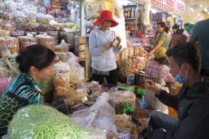 Đặc sản nước ngoài đổ bộ chợ tết tại TPHCM