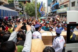 Hàng ngàn fan vây cứng linh cữu nghệ sĩ Anh Vũ ở chùa Ấn Quang