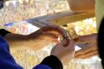 """Ngày 22/4: Giá vàng trong nước """"ngược sóng"""" thế giới, USD tăng"""