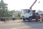 Xe máy gãy đôi, người đàn ông tử vong sau khi va chạm với xe taxi