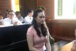 Hotgirl Ngọc Miu né ống kính phóng viên khi đến tòa