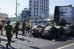 Nam công nhân bị container cuốn vào gầm ở giao lộ