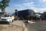 Nam thợ hồ bị xe container cán chết thương tâm trên đường đi làm, giao thông hỗn loạn