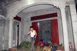 Người dân Bắc Giang dậy từ 3 giờ sáng để bẻ vải, thức xuyên đêm vặt lá cho kịp thời vụ