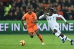 Chán nản Wan-Bissaka, Man Utd tậu 'cơn lốc đường biên' với giá không ngờ