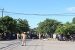 Xe tải tông xe máy, mẹ tử vong, 2 con bị thương nặng