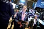 Giá vàng lên đỉnh gần 6 năm, chứng khoán Mỹ lập kỷ lục