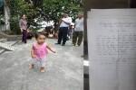 Người mẹ trẻ bỏ lại con gái hơn 1 tuổi ở chùa, về lấy chồng