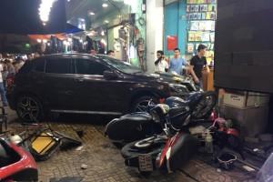"""Nữ tài xế lái Mercedes tông hàng loạt xe máy: """"Lại là phụ nữ nữa sao?"""""""