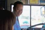 """Tài xế xe buýt đánh lái ép nhóm cướp và """"phép màu"""" lúc chiều tối"""