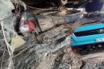 Xe khách tông xe máy kéo lê dưới gầm hàng chục mét, người phụ nữ chết thảm