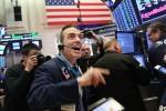 Tăng hơn 220 điểm, Dow Jones lần đầu tiên trong lịch sử vượt mốc 27.000 điểm
