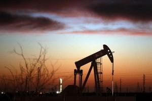 Triển vọng nhu cầu yếu khiến giá dầu sụt mạnh trong tuần