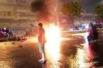 Cứu 2 nạn nhân thoát khỏi đám cháy sau tai nạn ở Sài Gòn