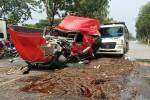 Cuộn thép đứt xích đè nát cabin khiến tài xế tử vong ở TP.HCM
