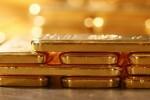 Giá vàng thế giới tăng vọt khi sản xuất Mỹ đón tín hiệu tiêu cực