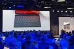 """Làm bạn với tất cả nhưng Microsoft vẫn """"đá xoáy"""" thẳng mặt Apple trong buổi giới thiệu Surface"""