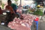 """Giá thịt lợn tăng cao: Người mua, người bán cùng """"hoảng hồn"""""""