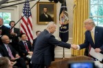 """Giới đầu tư và chuyên gia lo lắng khi thỏa thuận Mỹ - Trung Quốc mới chỉ ở """"cái bắt tay"""""""