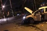 Tai nạn ở Long An: Xe 4 chỗ lật trên quốc lộ, 4 người kẹt trong xe