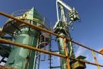 Giá dầu thô tăng vọt gần 5% trong tuần