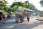 """""""Đời rác""""... Sài Gòn: Ly hương, mẹ mưu sinh nghề ve chai nuôi con học đại học"""