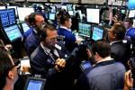 Tổng thống Trump dọa tăng thuế với hàng Trung Quốc, Dow Jones mất 270 điểm