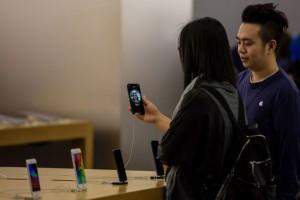 Apple có thể bỏ cổng Lightning trên iPhone 2021