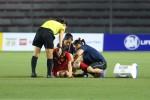 Nữ cầu thủ chân rướm máu, nén đau thi đấu được thưởng riêng 50 triệu
