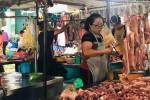 """Giá heo hơi tăng """"điên cuồng"""", 10 người đi chợ chỉ 2 người mua thịt"""