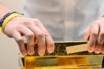 Giá dầu tăng mạnh, vàng vọt lên sát mức 1.600USD/ounce sau vụ Iran tấn công căn cứ Mỹ