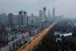 Một nửa nền kinh tế Trung Quốc tiếp tục tê liệt vì virus Vũ Hán