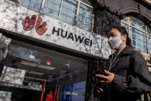 """Mỹ tiếp tục """"cấm cửa"""" Huawei thêm một năm"""