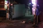 Người đàn ông nằm chết bất thường giữa đường