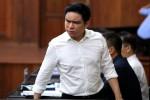 Tòa vẫn tiếp tục xét xử dù bà Sen vắng mặt, BS Chiêm Quốc Thái bỏ về