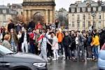 Biểu tình lan rộng tại Pháp, học sinh phong tỏa trường học
