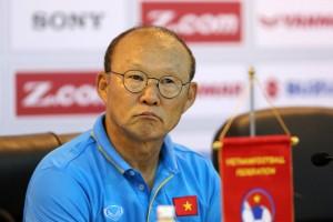 """""""Bầu"""" Đức chi 800 triệu đồng/tháng trả lương cho HLV Park Hang Seo"""